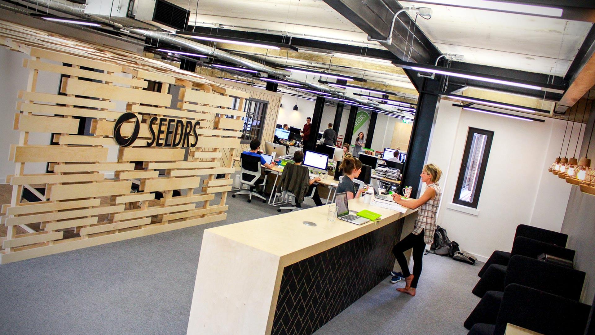 seedrs-office-design hot desk area.